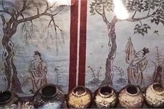 """Đào bới sân trường, vô tình """"mở cửa"""" mộ cổ 1.300 tuổi"""
