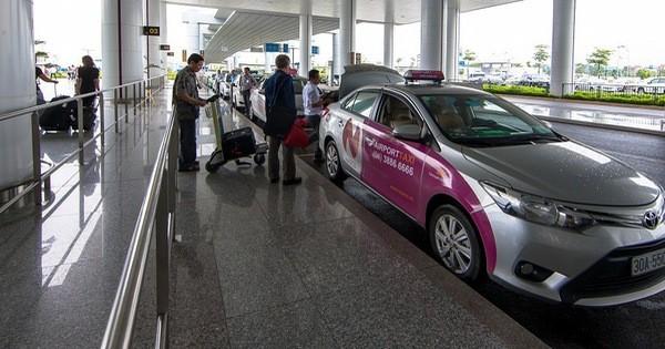 Để không tự biến mình thành 'gà quay' cho taxi dù sân bay Nội Bài