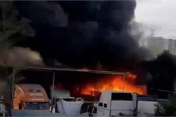TP.HCM: Điều tra vụ hàng loạt ô tô cháy trơ khung ở quận 9