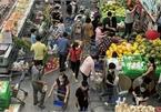 """Ngày 29 Tết: Chợ, siêu thị đông bất ngờ, hàng """"tuyển"""" giá rẻ bằng nửa Tết năm ngoái!"""