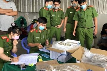 Bắt tại trận hơn 12,5 tấn tôm sú bị gian thương bơm tạp chất