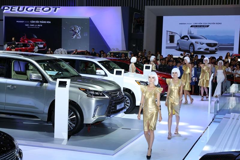 Xe sang tại triển lãm ô tô Việt Nam 2016: Lexus độc bước - ảnh 2