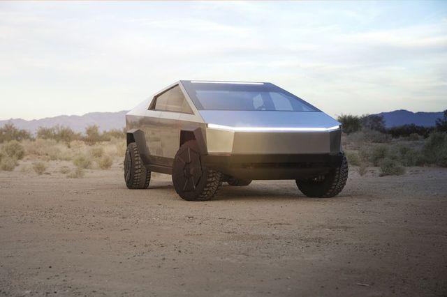 Tesla Cybertruck có chiều dài 5.885mm, rộng 2.027mm và cao 1.905mm, tương đương kích cỡ mẫu Ford F-150