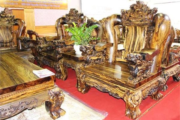 Choáng ngợp với những bộ bàn ghế kỳ lân tiền tỷ