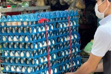 """Lô trứng gần 1 tỷ đồng """"kẹt"""" trong khu phong tỏa, xử lý sao?"""