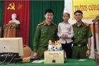 Cậu bé đi làm căn cước công dân và sinh nhật bất ngờ lúc nửa đêm