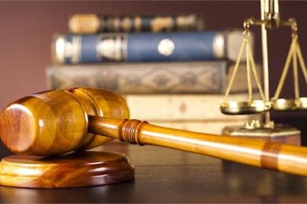 Bị truy tố sau khi nộp đơn ly hôn ra tòa