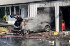 Bán pin lỗi gây cháy xe, LG phải đền hàng tỉ USD