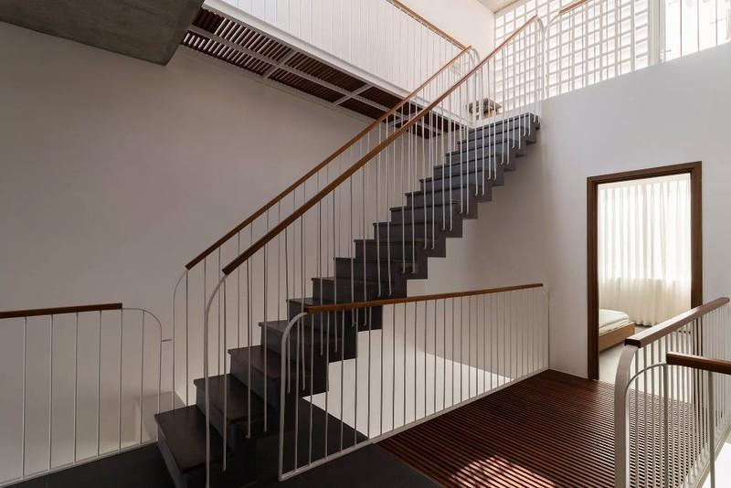 Bỏ túi 3 kinh nghiệm thiết kế cầu thang đẹp cho nhà phố - ảnh 1