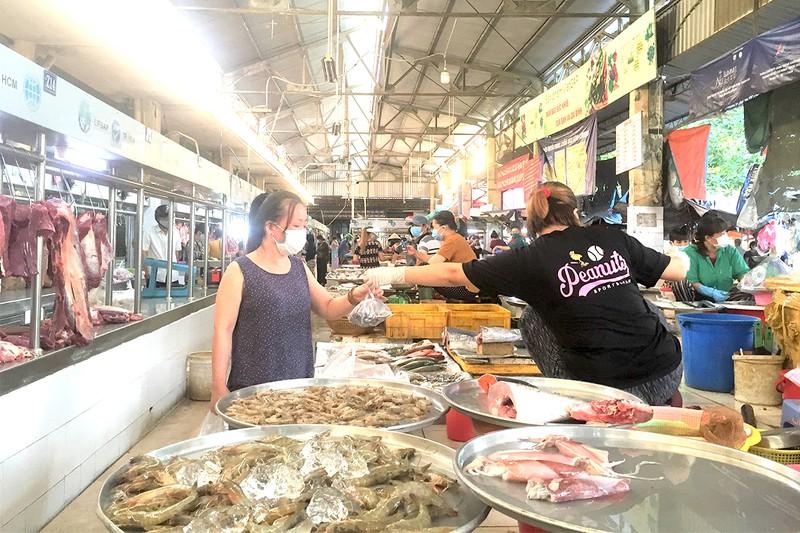 Hơn 100 chợ truyền thống đóng cửa: Tiểu thương lên chợ online - ảnh 1