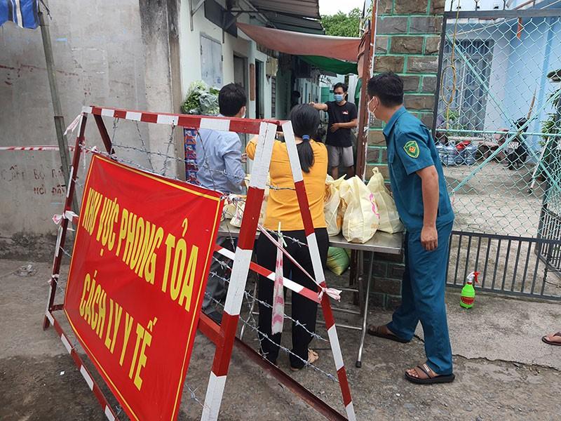 Nhiều chủ nhà trọ ở TP.HCM giảm tiền cho người thuê - ảnh 2