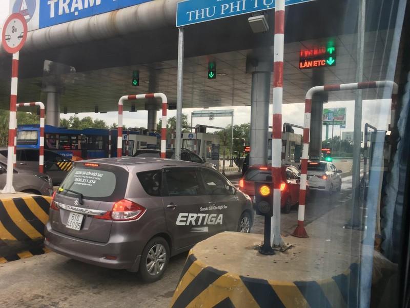 Ngày Tết, thói quen khiến xe 'uống xăng' mà tài xế cần biết - ảnh 1
