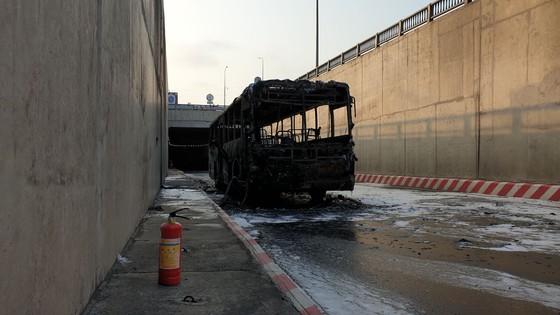 Xe buýt bốc cháy dữ dội trong hầm chui ngã tư An Sương ảnh 5