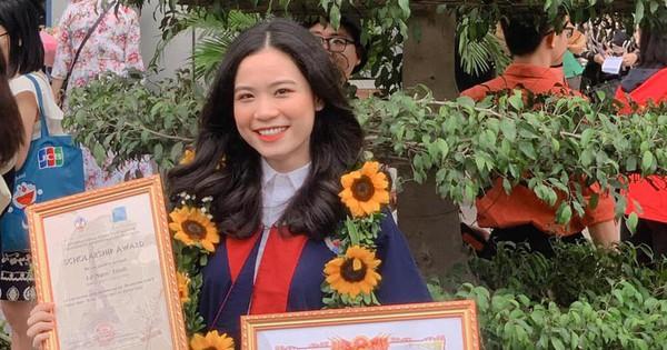 Vừa học vừa làm thêm, nữ sinh chia sẻ bí quyết trở thành thủ khoa xuất sắc của Hà Nội