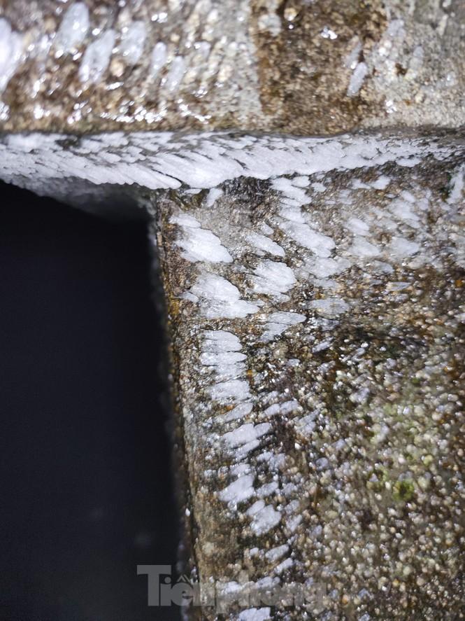 Băng tuyết xuất hiện trên đỉnh Mẫu Sơn - ảnh 10