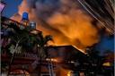 Cháy nổ kinh hoàng tại kho chứa vải ở TP.HCM, cả khu dân cư phải sơ tán