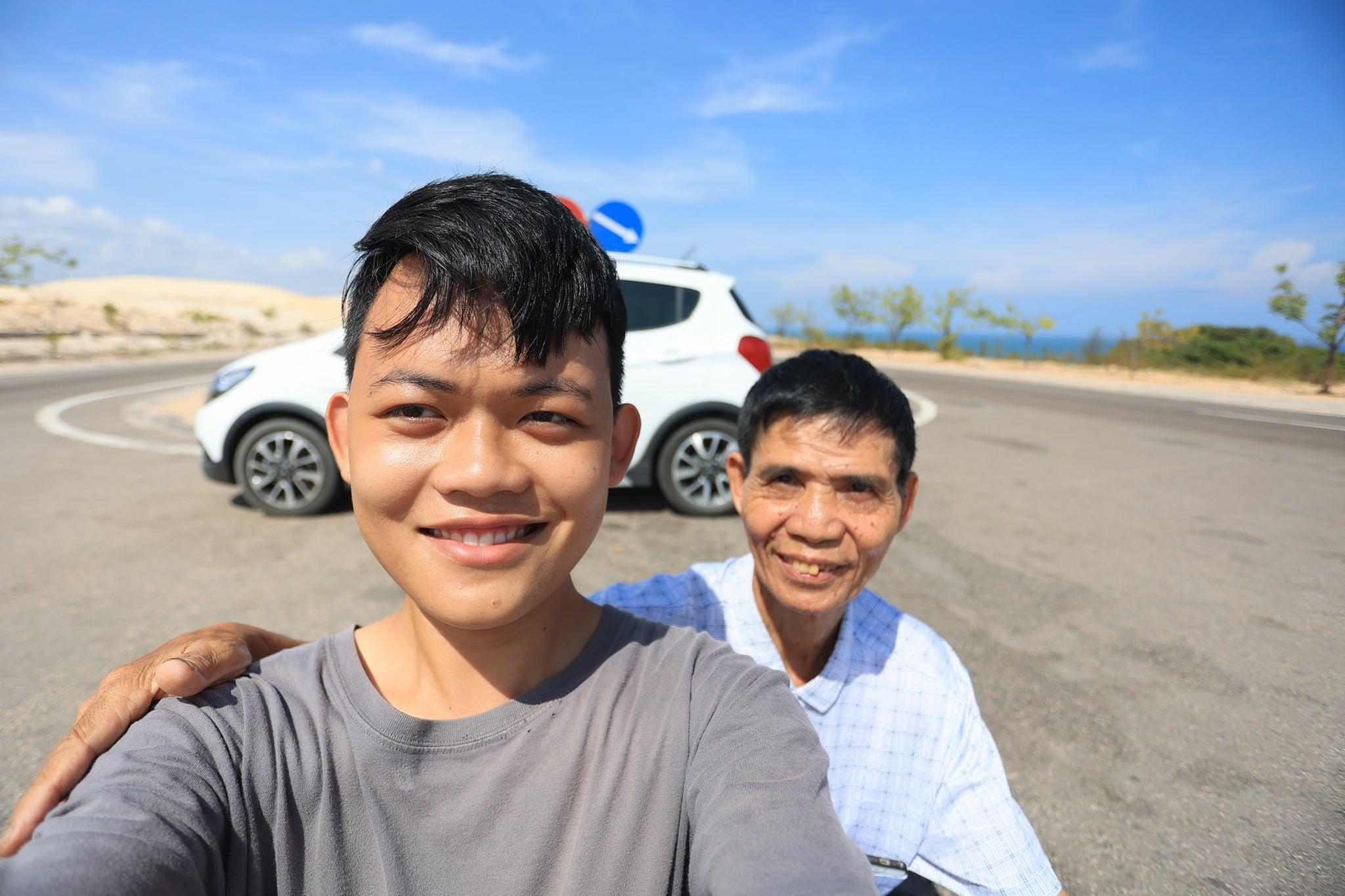 Hành trình xuyên Việt xúc động của chàng thanh niên 9x cùng 'bạn của ông nội' ảnh 2