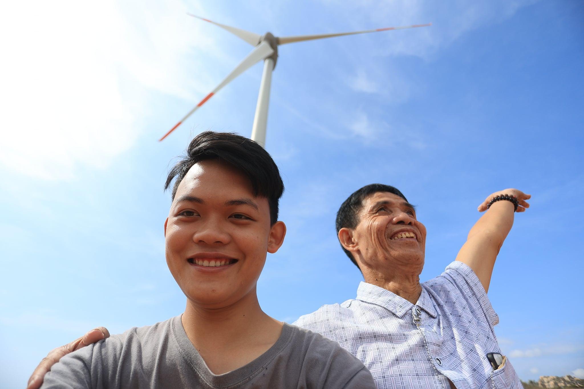 Hành trình xuyên Việt xúc động của chàng thanh niên 9x cùng 'bạn của ông nội' ảnh 3