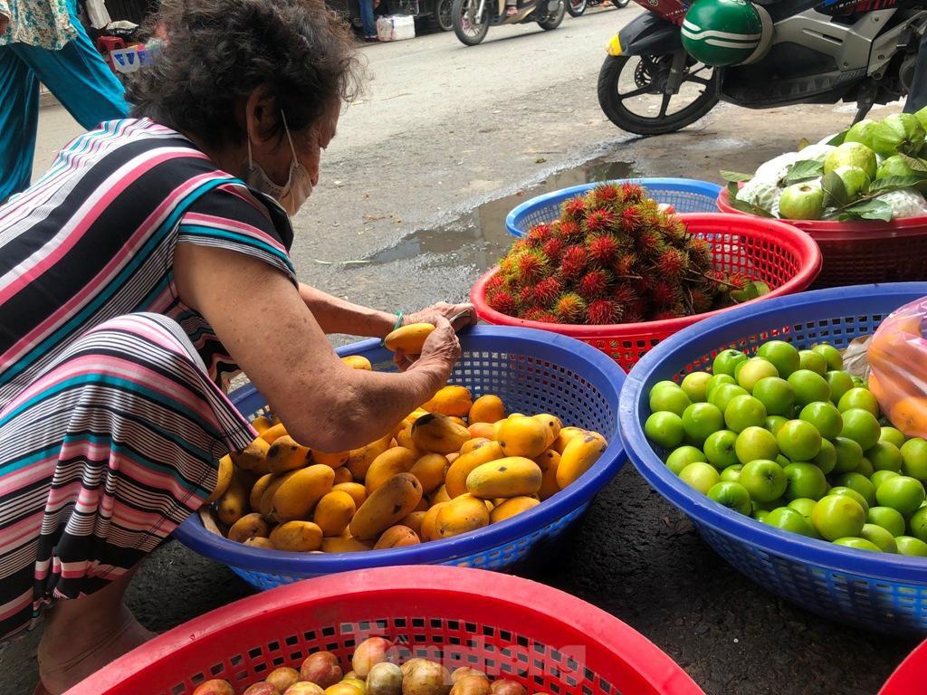 Xoài mini Trung Quốc gắn mác xoài cát ngập chợ Sài Gòn ảnh 6