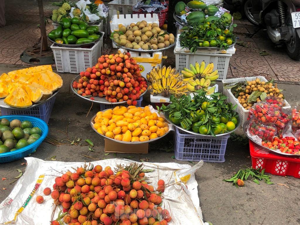Xoài mini Trung Quốc gắn mác xoài cát ngập chợ Sài Gòn ảnh 1