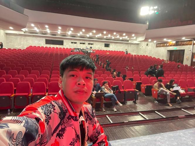 Diễn viên Trung Ruồi chia sẻ về đêm diễn Táo quân không khán giả và 'mệnh lệnh kín' - ảnh 2