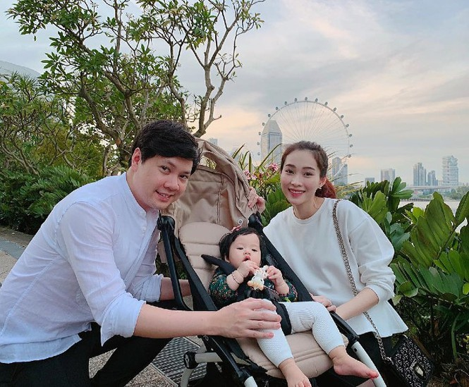 Top 3 HHVN 2012: Hoa hậu Đặng Thu Thảo và 2 á hậu đều có hôn nhân viên mãn - ảnh 5