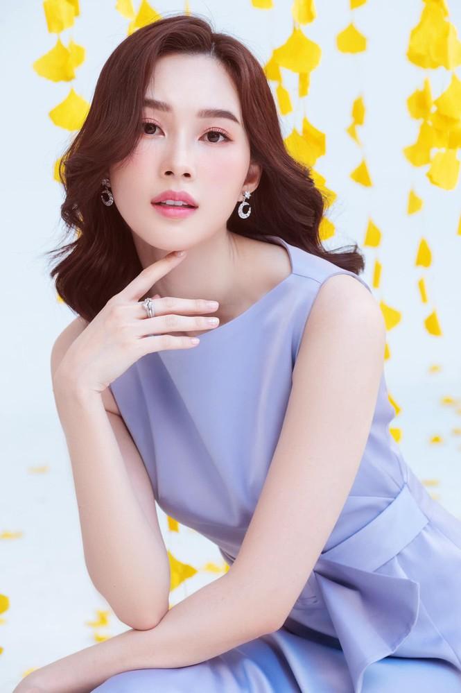 Top 3 HHVN 2012: Hoa hậu Đặng Thu Thảo và 2 á hậu đều có hôn nhân viên mãn - ảnh 2