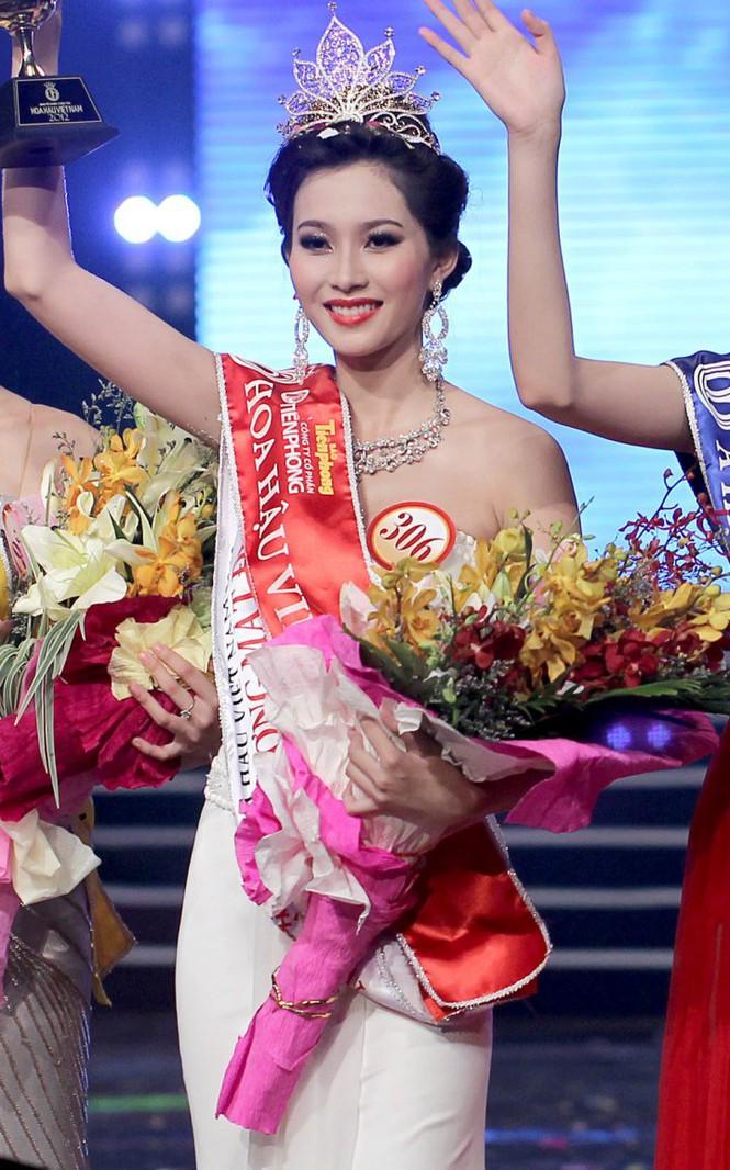 Top 3 HHVN 2012: Hoa hậu Đặng Thu Thảo và 2 á hậu đều có hôn nhân viên mãn - ảnh 1