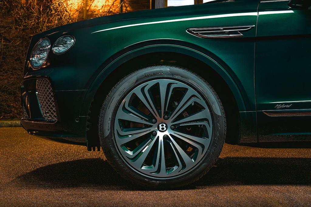 """Chiêm ngưỡng Bentley Bentayga Hybrid Mulliner màu """"Ngọc Lục Bảo"""" siêu đẹp! ảnh 4"""