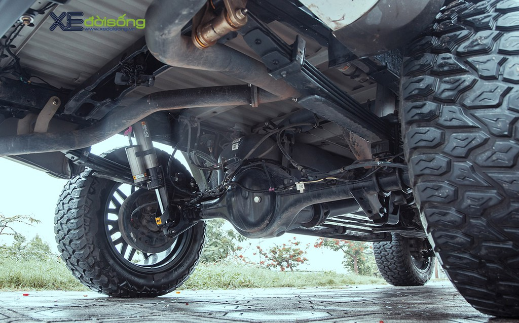 """Xưởng độ Sài Gòn """"biến hình"""" Ford Ranger thành F-150 Raptor siêu ngầu ảnh 14"""