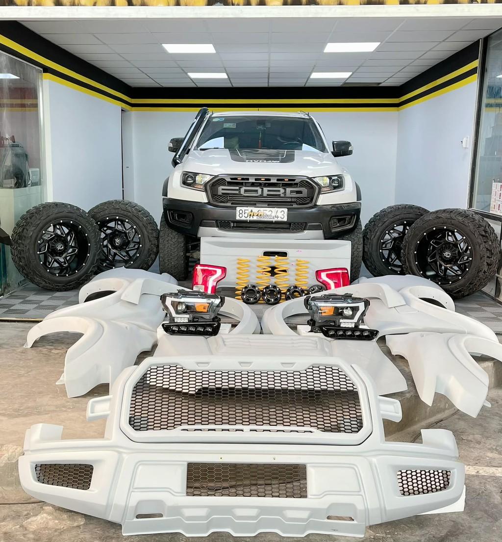 """Xưởng độ Sài Gòn """"biến hình"""" Ford Ranger thành F-150 Raptor siêu ngầu ảnh 3"""