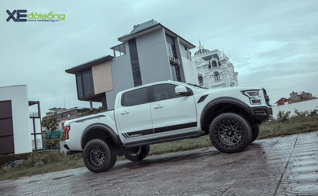 """Xưởng độ Sài Gòn """"biến hình"""" Ford Ranger thành F-150 Raptor siêu ngầu ảnh 7"""