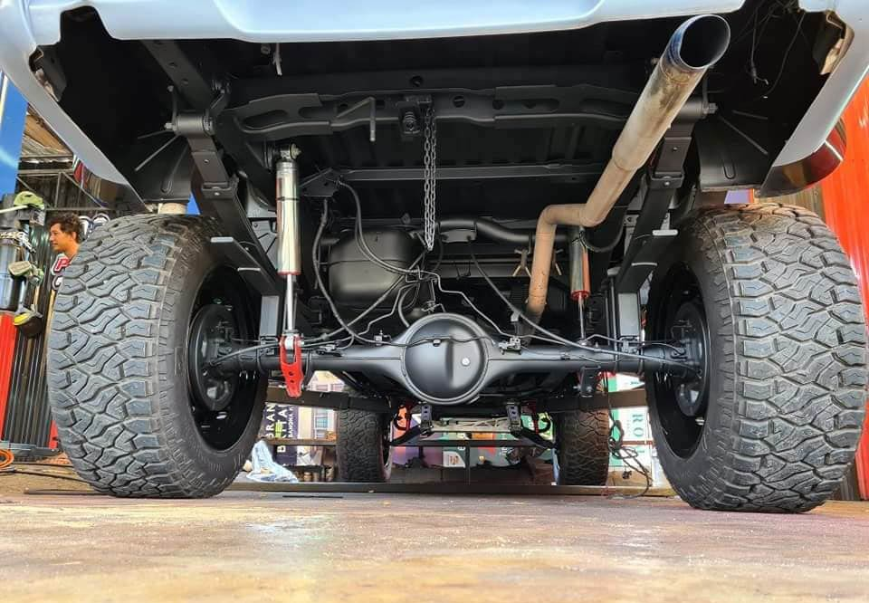 Độ Mazda BT-50 kiểu Ford F-150 Raptor: Chuyện thật như đùa khi