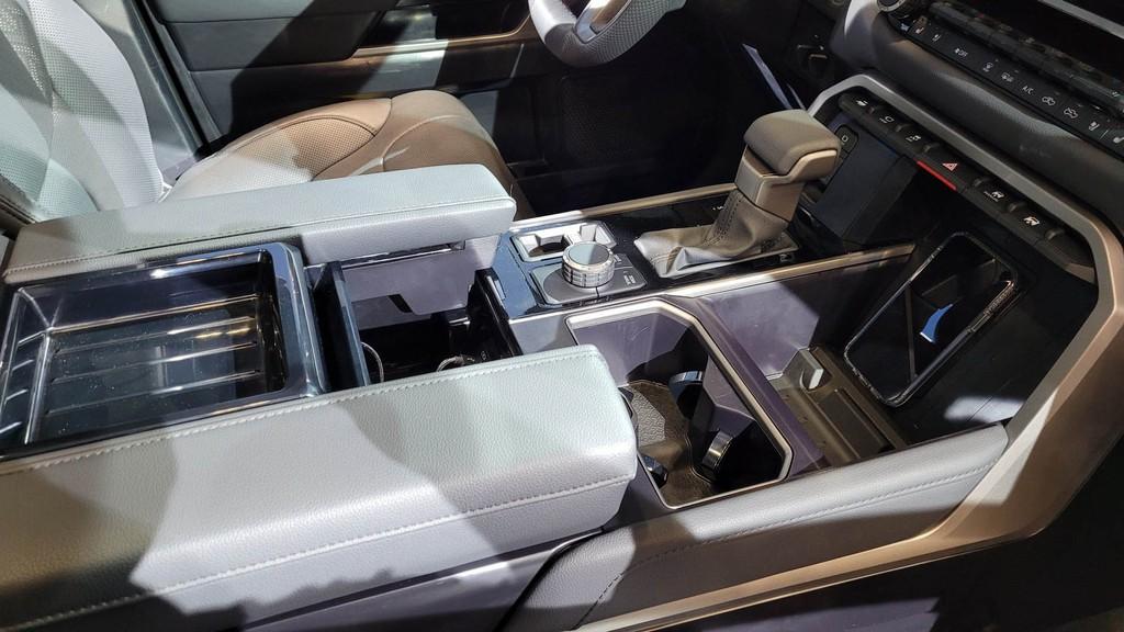 """Cận cảnh bán tải """"full-size"""" Toyota TUNDRA 2022 thế hệ mới vừa ra mắt toàn cầu ảnh 14"""
