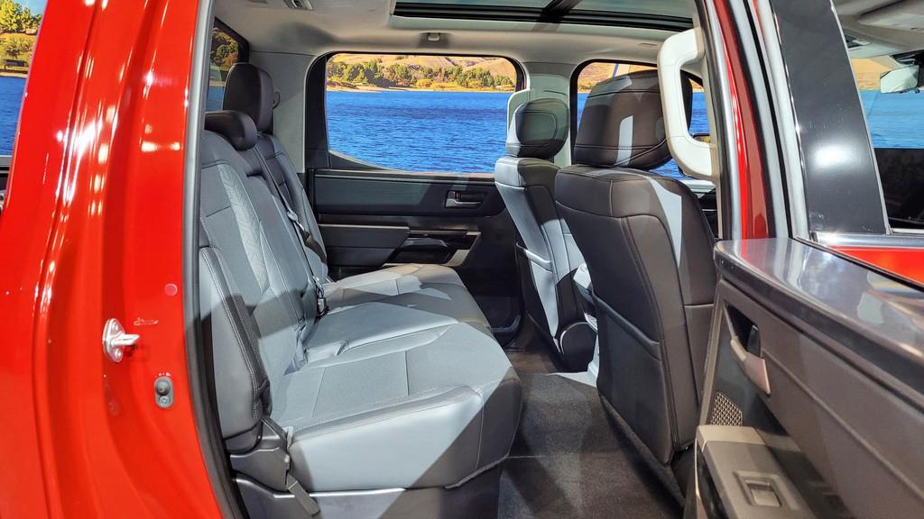 """Cận cảnh bán tải """"full-size"""" Toyota TUNDRA 2022 thế hệ mới vừa ra mắt toàn cầu ảnh 16"""
