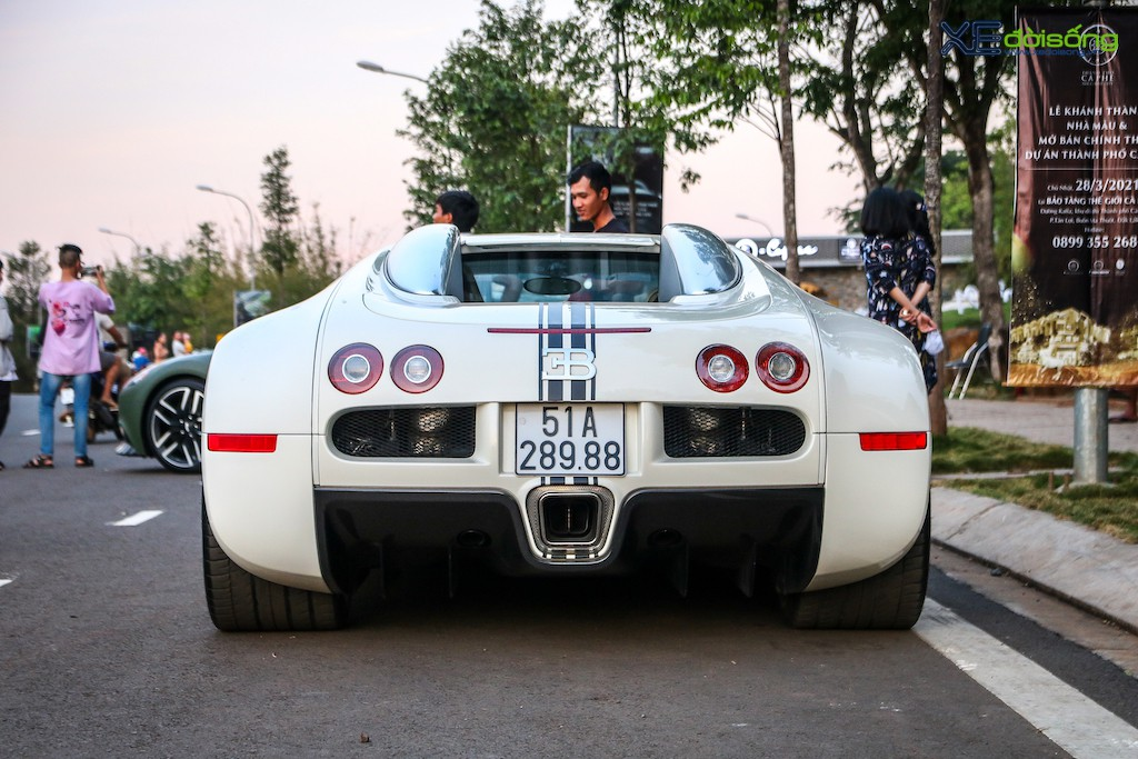 """Khám phá từng ngóc ngách """"ông hoàng tốc độ"""" Bugatti Veyron 16.4 độc nhất Việt Nam ảnh 27"""