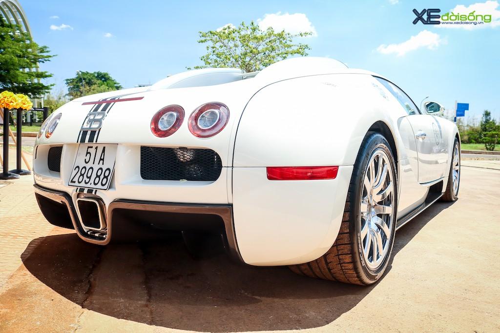 """Khám phá từng ngóc ngách """"ông hoàng tốc độ"""" Bugatti Veyron 16.4 độc nhất Việt Nam ảnh 21"""