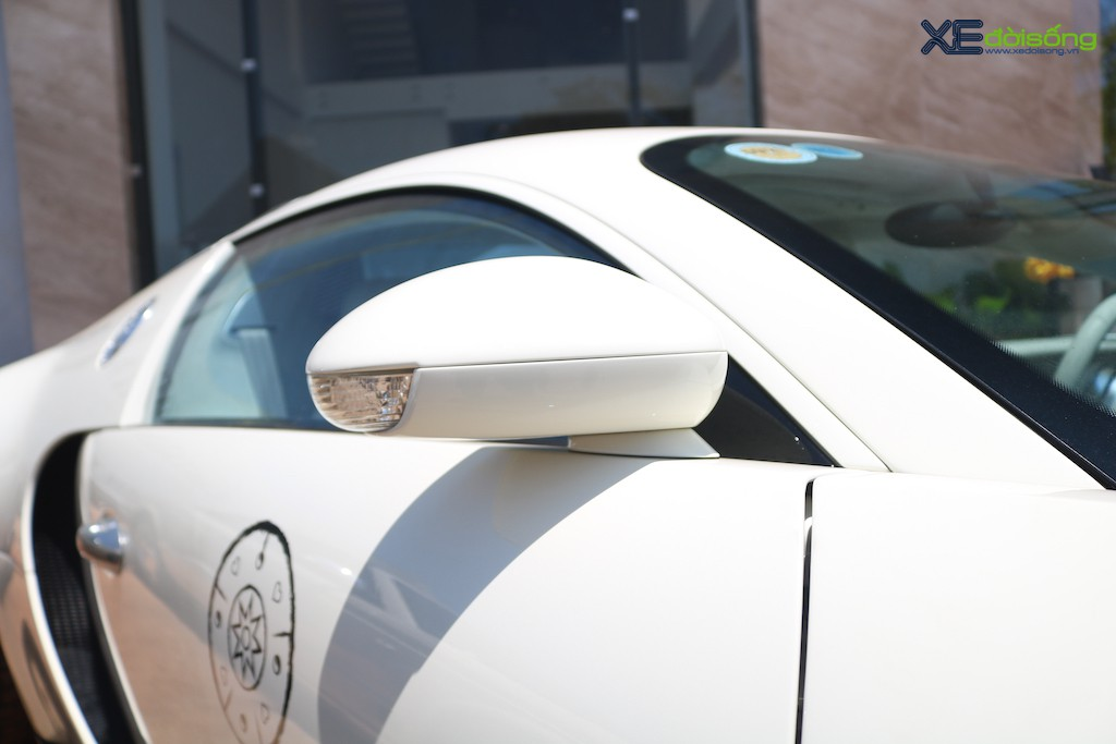 """Khám phá từng ngóc ngách """"ông hoàng tốc độ"""" Bugatti Veyron 16.4 độc nhất Việt Nam ảnh 23"""