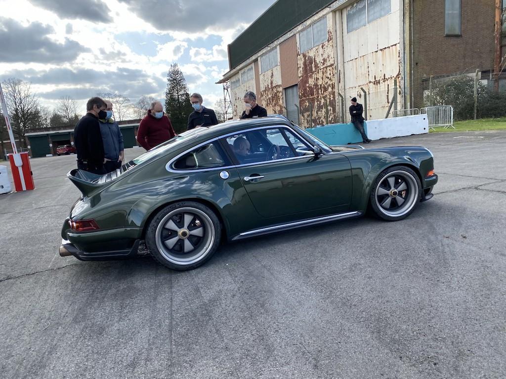 """Siêu phẩm Porsche 911 hoàn hảo từ Singer """"ra lò"""", thét giá lên tới 41,5 tỷ ảnh 4"""
