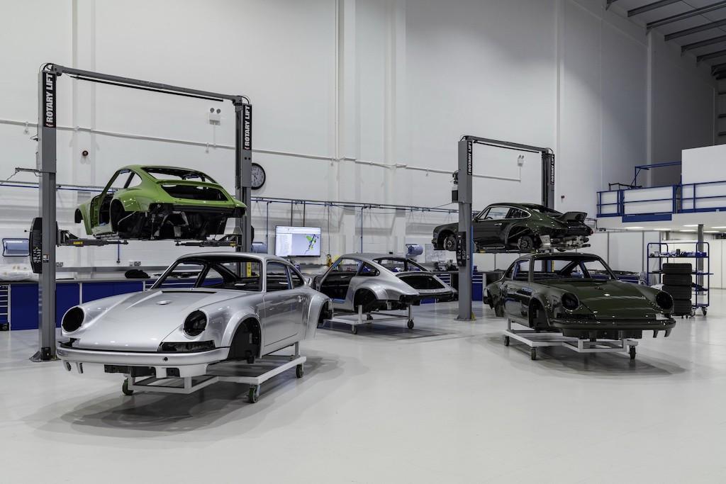 """Siêu phẩm Porsche 911 hoàn hảo từ Singer """"ra lò"""", thét giá lên tới 41,5 tỷ ảnh 9"""