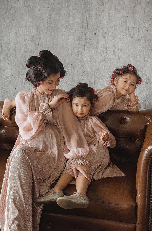 """Làm nghề """"ở nhà chăm con"""" giặt giũ cơm nước, mẹ 4 con vẫn xách túi Hermès, váy thướt tha - Ảnh 9."""