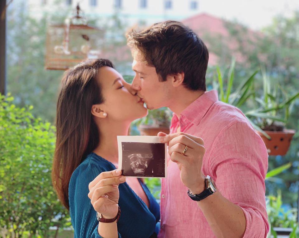 """Hồi mới yêu doanh nhân Tây gợi ý sinh con, Á hậu Hoàng Oanh nói ngay: """"Đẻ là phải cưới!"""" - Ảnh 1."""