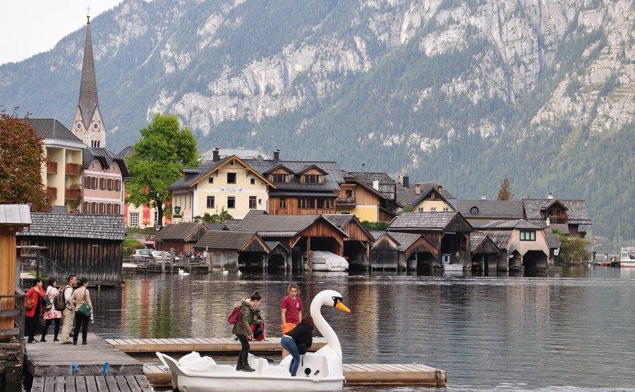 Mê mẩn lạc bước trong thị trấn được xem là đẹp nhất thế giới - Ảnh 6.