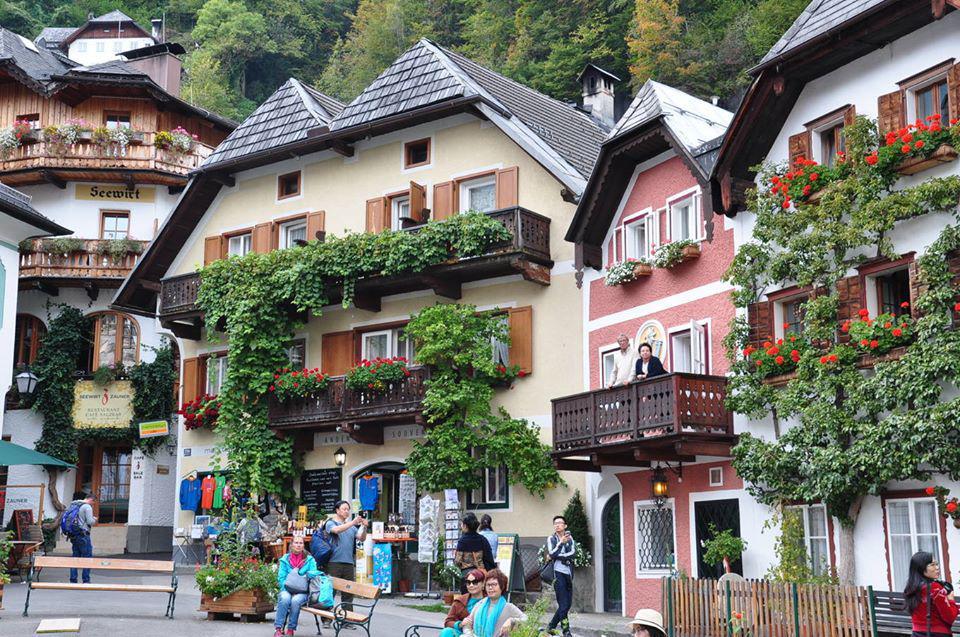 Mê mẩn lạc bước trong thị trấn được xem là đẹp nhất thế giới - Ảnh 5.