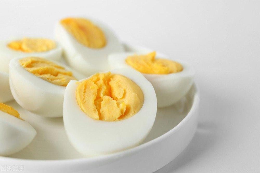Chỉ một mẹo nhỏ trứng luộc sẽ cực dễ bong vỏ khi chạm vào - Ảnh 4.