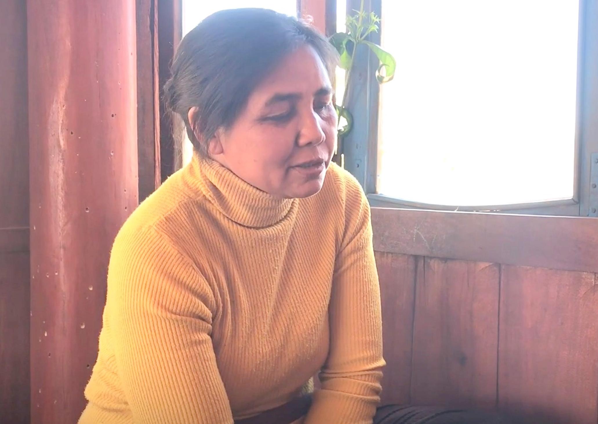 Bà H'Nơn cùng chồng đã góp công xóa bỏ hủ tục bằng kiến thức y học