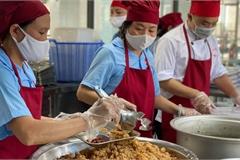 Từ vụ suất ăn có giòi, phụ huynh mong có đoàn giám sát  trực tiếp đến bếp của đơn vị cung cấp suất ăn