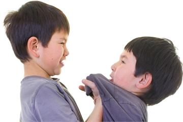Bí mật về sở thích bắt nạt bạn của cậu bé 10 tuổi