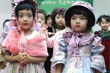 Giáo viên mầm non khuyến cáo 3 kiểu quần áo mẹ đừng mặc cho bé khi đi học