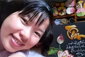 Nụ cười trên môi cô gái 29 tuổi 16 năm ngồi xe lăn, cả thanh xuân thổi hồn vào tranh giấy
